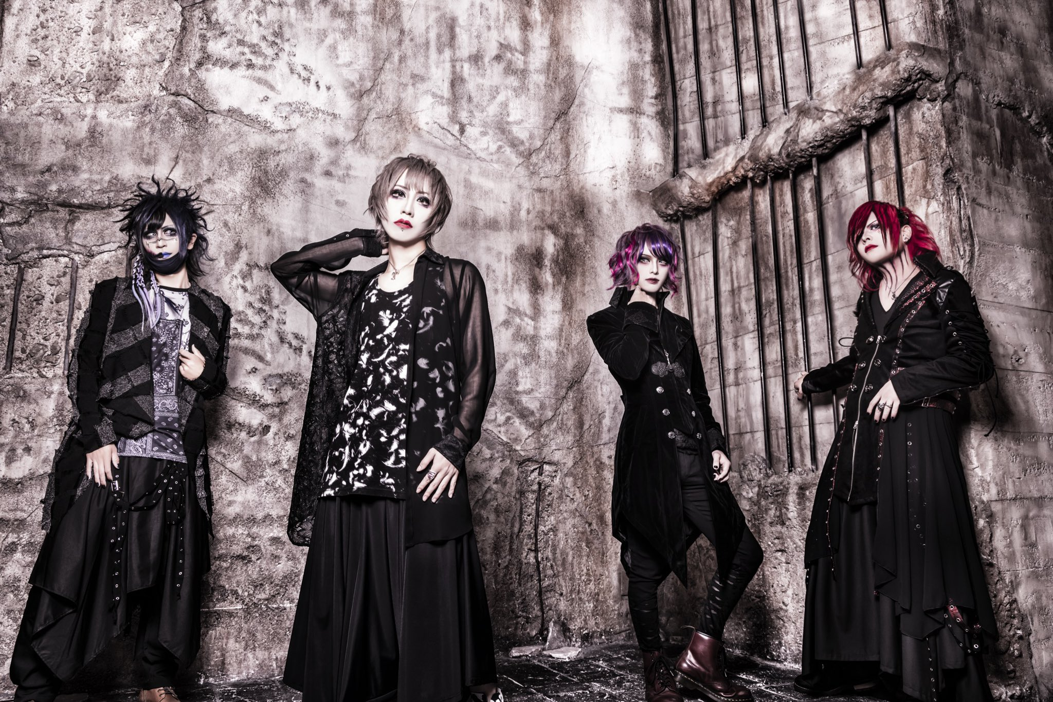 DOGMAS – New guitarist and new look